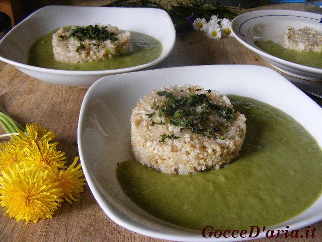 Quinoa, riso e grano saraceno su crema di piselli e
