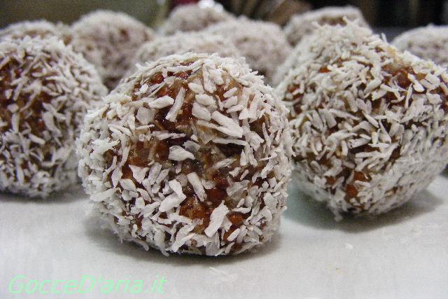 Palline di cocco con quinoa in incognito
