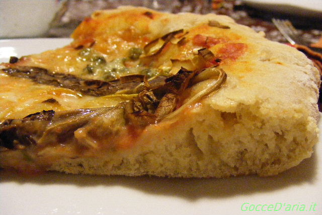 fetta di pizza con impasto all'avena
